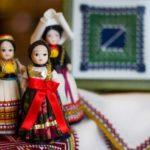 民族人形と伝統刺繍(クロアチア)